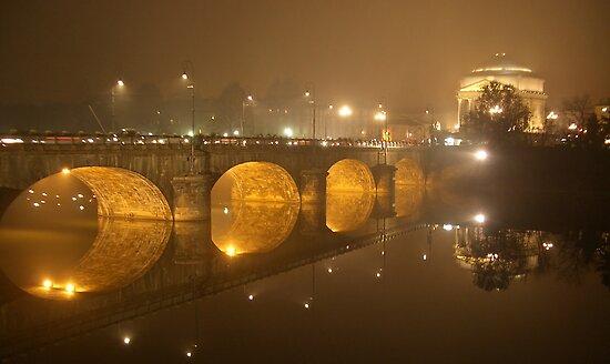 Reflection in Turin - Italy by kurtolo