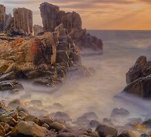 Sunrise at Bombo. by Julie  White