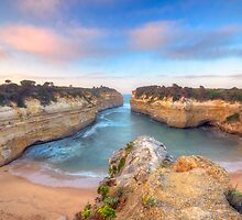 Loch Ard Gorge. by Warren  Patten