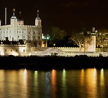The Tower of London by The River Thames by Chilla Palinkas