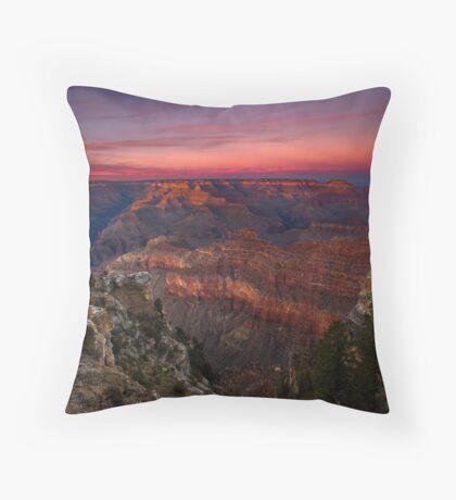 Majestueux et Iconique Throw Pillow