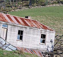 Derelict farm house by Cameron Hicks