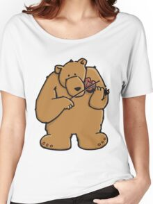 The bear plays violin Women's Relaxed Fit T-Shirt
