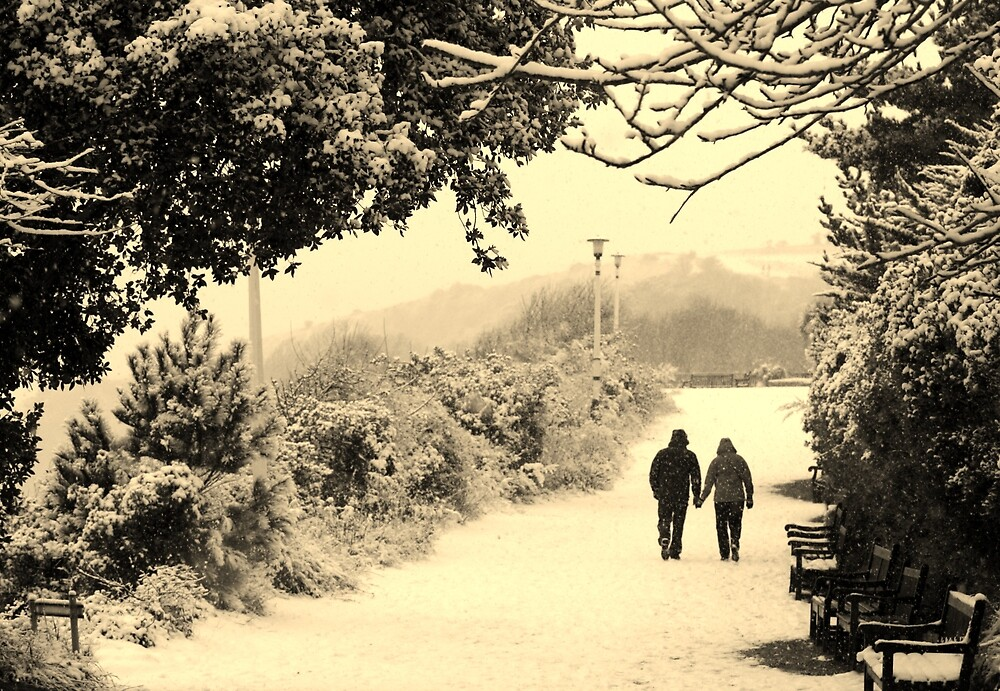Holding hands... (Eastbourne, 2013) by JJFA