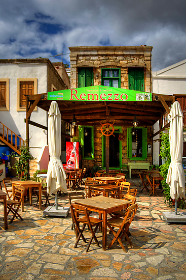 Remezzo's Restaurant by Tom Gomez