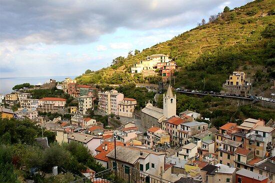 Riomaggiore di Cinque Terre by Andrea  Muzzini