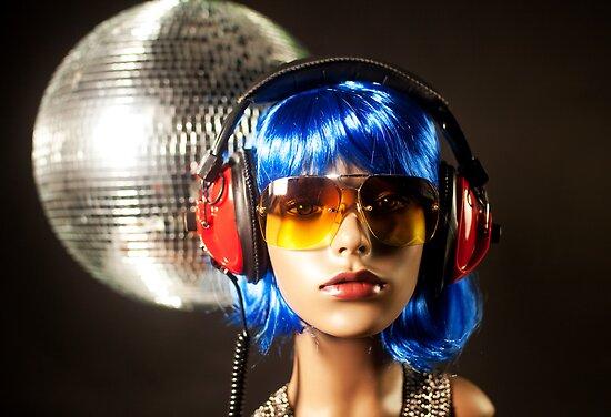 plastic headphone disco girl  by dubassy