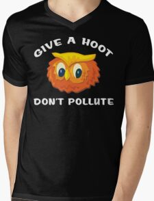 """Earth Day """"Give A Hoot Don't Pollute"""" Dark Mens V-Neck T-Shirt"""
