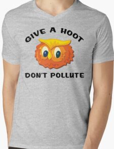"""Earth Day """"Give A Hoot Don't Pollute"""" Mens V-Neck T-Shirt"""
