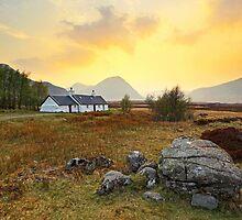 Black rock cottage by Grant Glendinning