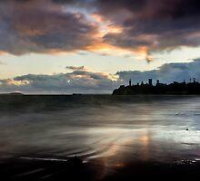 queenscliff lighthouse by ketut suwitra