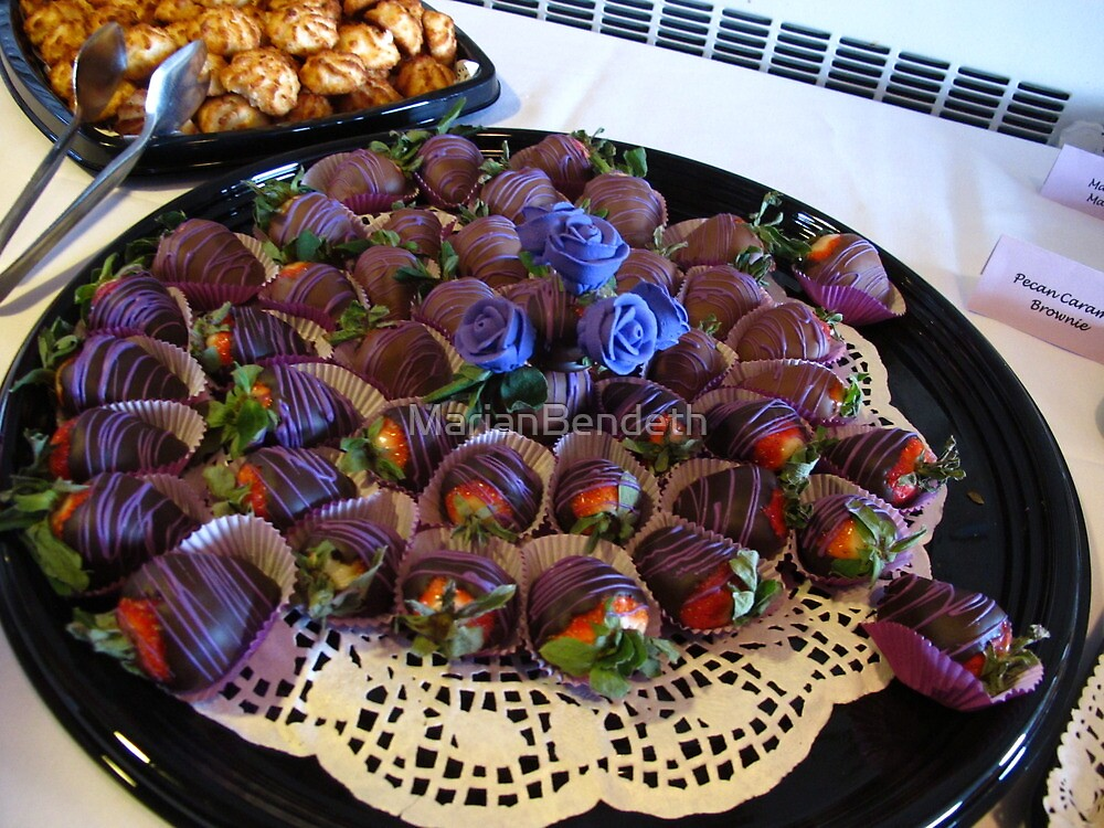 Lavender-chocolate dipped strawberries by MarianBendeth
