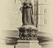 Queen Victoria Statue Windsor by Chris Thaxter