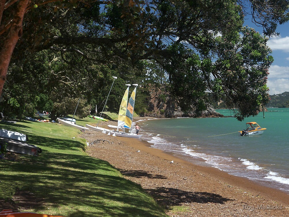 All quiet now on Russell Beach, Bay of Islands, New Zealand. by Roy  Massicks