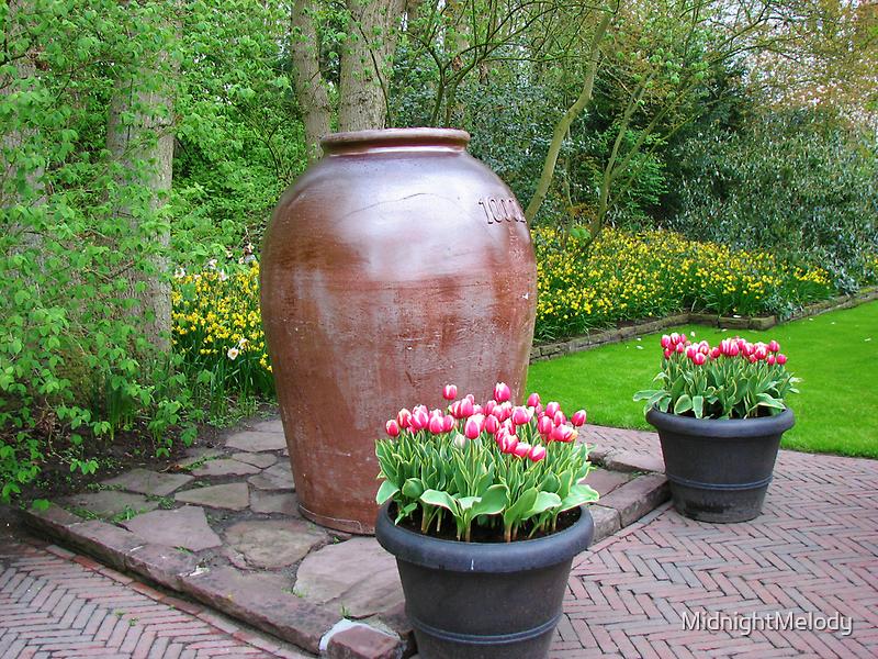 Giant Vase - Keukenhof Gardens by MidnightMelody