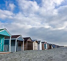 Beach Huts go on forever by gleadston