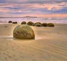 Moeraki Boulder, sunrise by Heike Richter