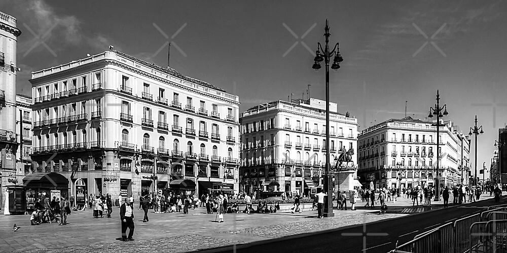 Puerta del Sol - B&W by Tom Gomez