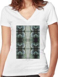 CROC SKIN Women's Fitted V-Neck T-Shirt