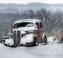 Antique Snowmobile by wiscbackroadz