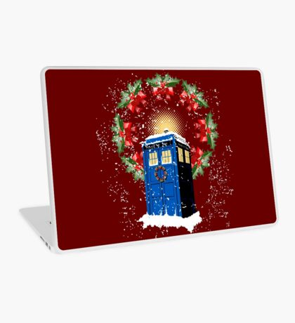 A WARM & COMFORTABLE TARDIS IN THE SNOWSTORM  Laptop Skin