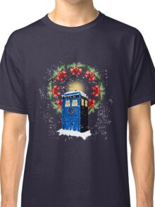 A WARM & COMFORTABLE TARDIS IN THE SNOWSTORM  Classic T-Shirt