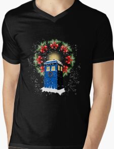 A WARM & COMFORTABLE TARDIS IN THE SNOWSTORM  Mens V-Neck T-Shirt