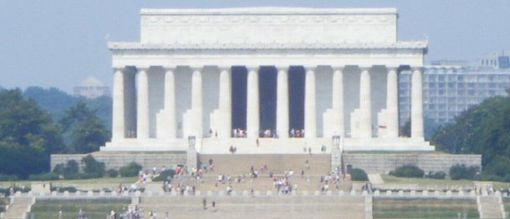 Lincoln Memorial by Ryan Eberhart