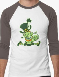 Green Leprechaun Running while Holding a Glass of Beer Men's Baseball ¾ T-Shirt