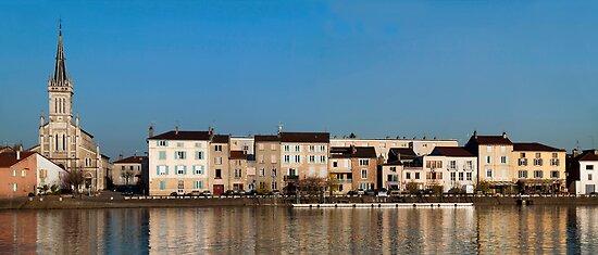 Saint-Laurent-sur-Saône by John Gaffen