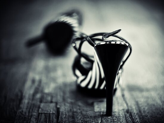 Be careful with my toes... by Bob Daalder