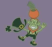 Green Leprechaun Balancing a Pot on his Head Kids Tee
