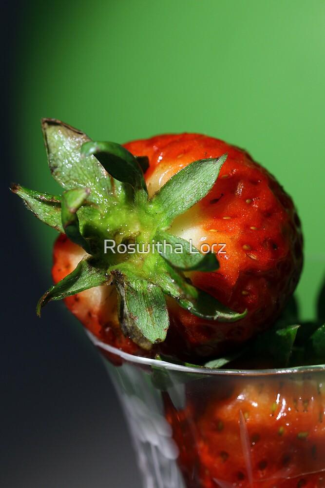Strawberry by RosiLorz