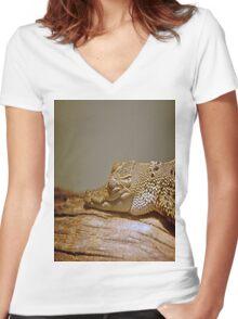 Caiman Women's Fitted V-Neck T-Shirt