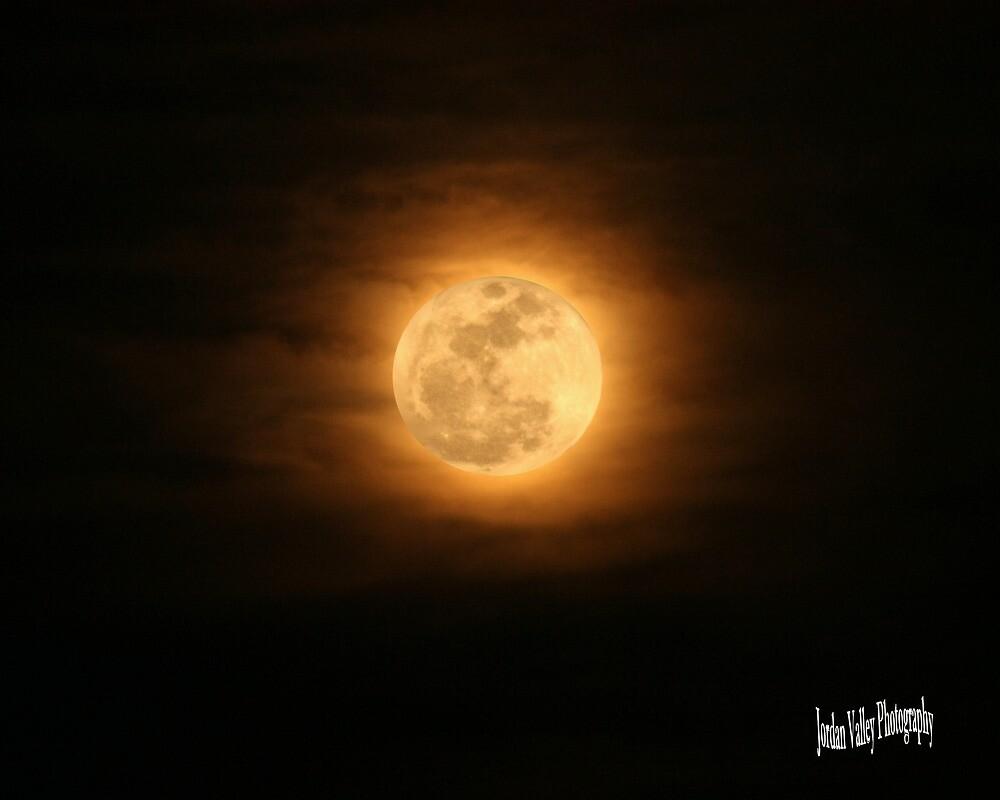 October moon by bullsnook