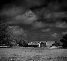 Abandoned farmstead by Lee Hopkins