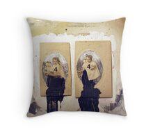 DOBLE RETRATO N.4 (double portrait N.4) Throw Pillow