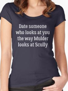 Date Someone Who -  Mulder & Scully Women's Fitted Scoop T-Shirt