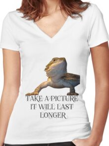 bearded dragon Women's Fitted V-Neck T-Shirt