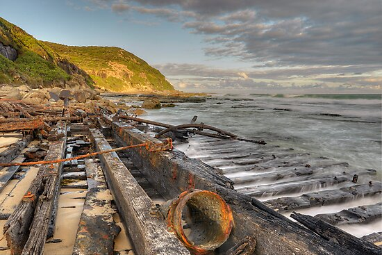 Central Coast Shipwreck. by Warren  Patten