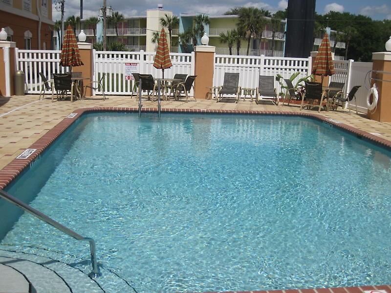 Holiday Inn Express Hotel Seaworld                             by adimark780