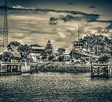 Port Adelaide Old Tug Boat by robyn70
