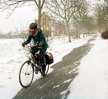 Biking through the snow by Smaragd