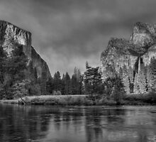 Smokey Valley (BW) by JamesA1