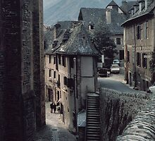 Tourists in church yard Conques 198402280032 by Fred Mitchell