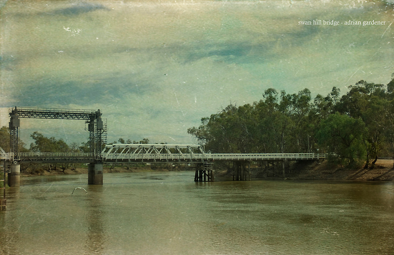 Swan Hill Bridge by garts