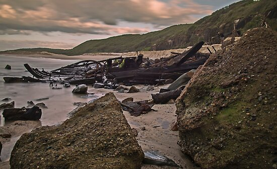 Wreck of the Allenwood, Birdie Beach by bazcelt
