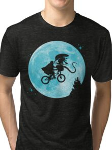 E.T. vs Aliens - transparent Tri-blend T-Shirt
