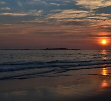 Sunrise Over The Farne Islands. by Dave Staton
