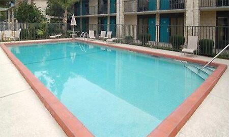 Quality Inn Hotel Seaworld  by adimark780